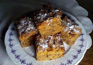 Šťavnatý mrkvový koláč (buchta) s ořechy - hrnková buchta podle Lidky