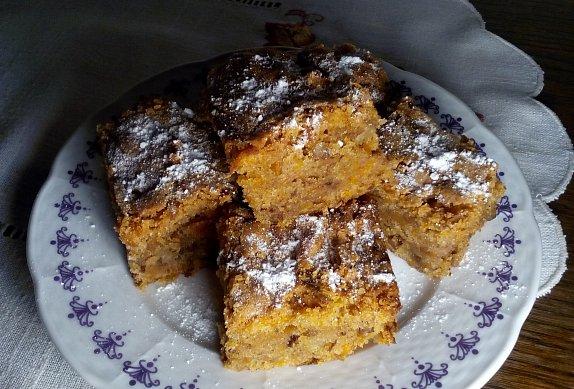 Šťavnatý mrkvový koláč (buchta) s ořechy - hrnková buchta podle Lidky photo-0