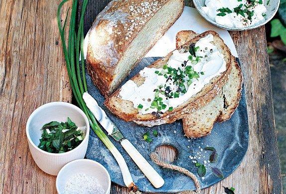 Bramborový chléb s jogurtem a bylinkami