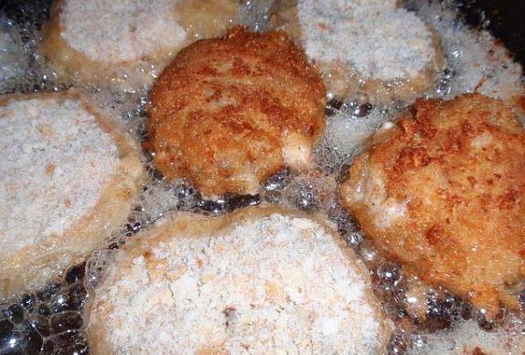 Bylinkové karbanátky (sekaná) se sýrem a žampiony
