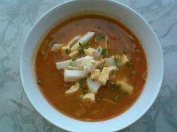 Uzeninová polévka s vejcem