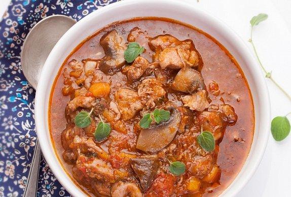 Pikantní kuřecí maso s houbami