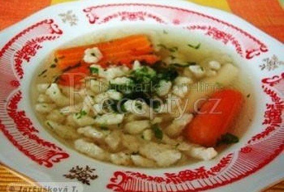 Polévka z vepřových kostí s haluškami