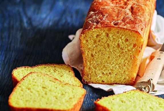 Jemný toastový chléb s kurkumou