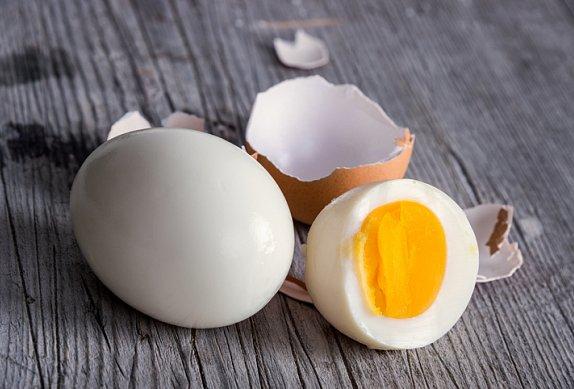 Jarní bramborový salát s vejcem