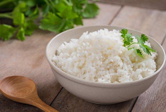 Tofu v arašídové omáčce s brokolicí a kokosovou rýží