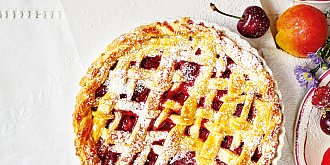 Mřížkový koláč s malinami