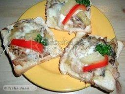 Toasty s hlívou a ananasem
