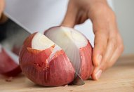 Bramborové knedlíky plněné cibulovo-masovou směsí