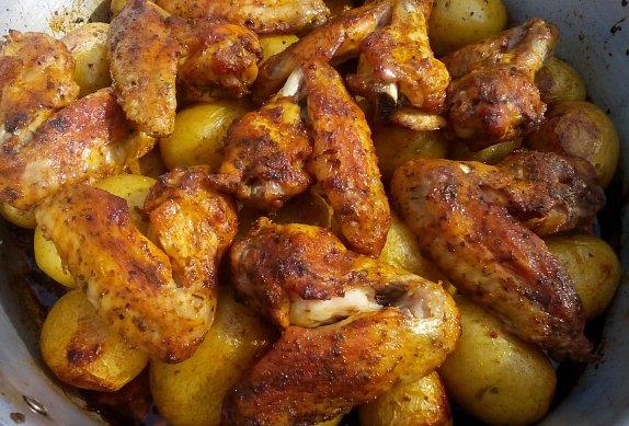 Pečená křídla na nových bramborách
