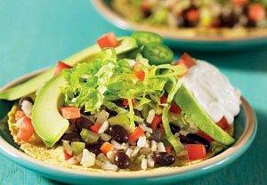 Tostadas se salátem a avokádem