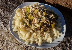Těstoviny s mletým masem a brokolicí