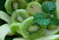 Salát z kiwi a zelených jablek