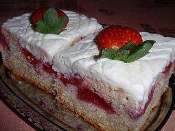 Jahodový koláč (buchta) s tvarohovým krémem