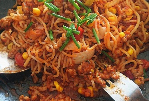 Špagety se zeleninovou omáčkou a mletým masem