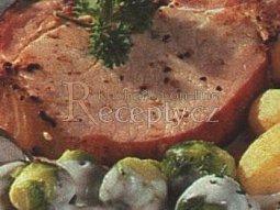Uzené kotlety s růžičkovou kapustou