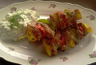 Paprikové (nejen) jehněčí špízy s tzatziki