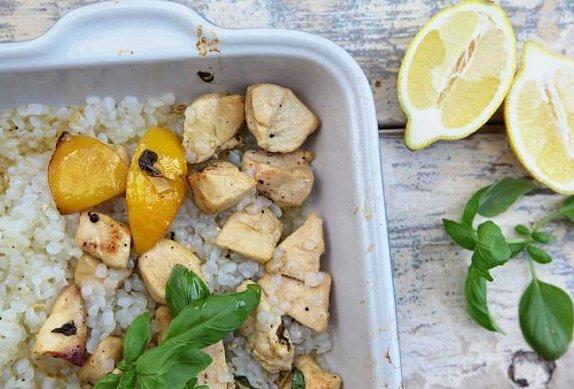 Kuřecí prsa na citronu a bazalce s konjakovou rýží