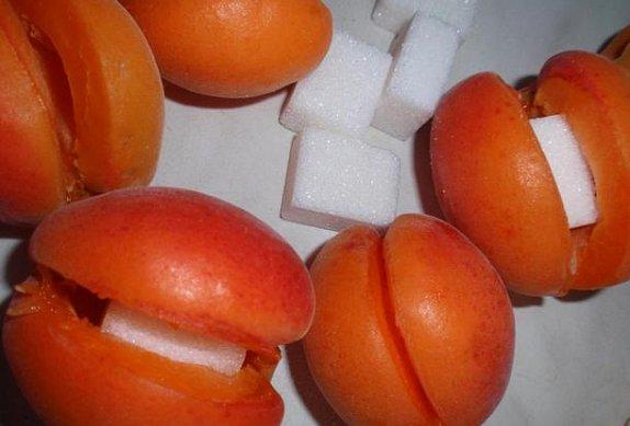 Meruňkové knedlíky - kynuté