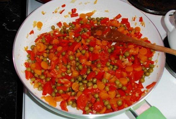 Kuskus se zeleninou na kari