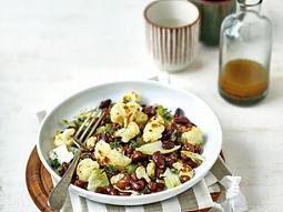 Salát s fazolemi, čekankou a květákem